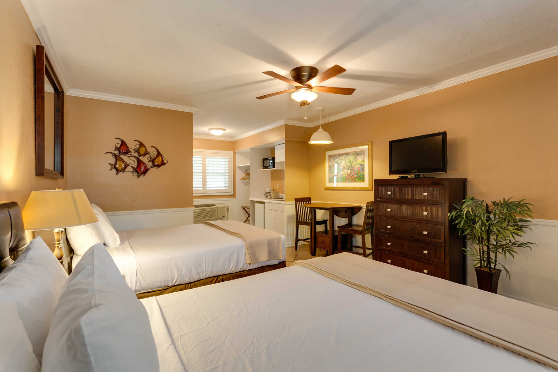 Room 114 at Lemon Tree Inn of Naples, FL