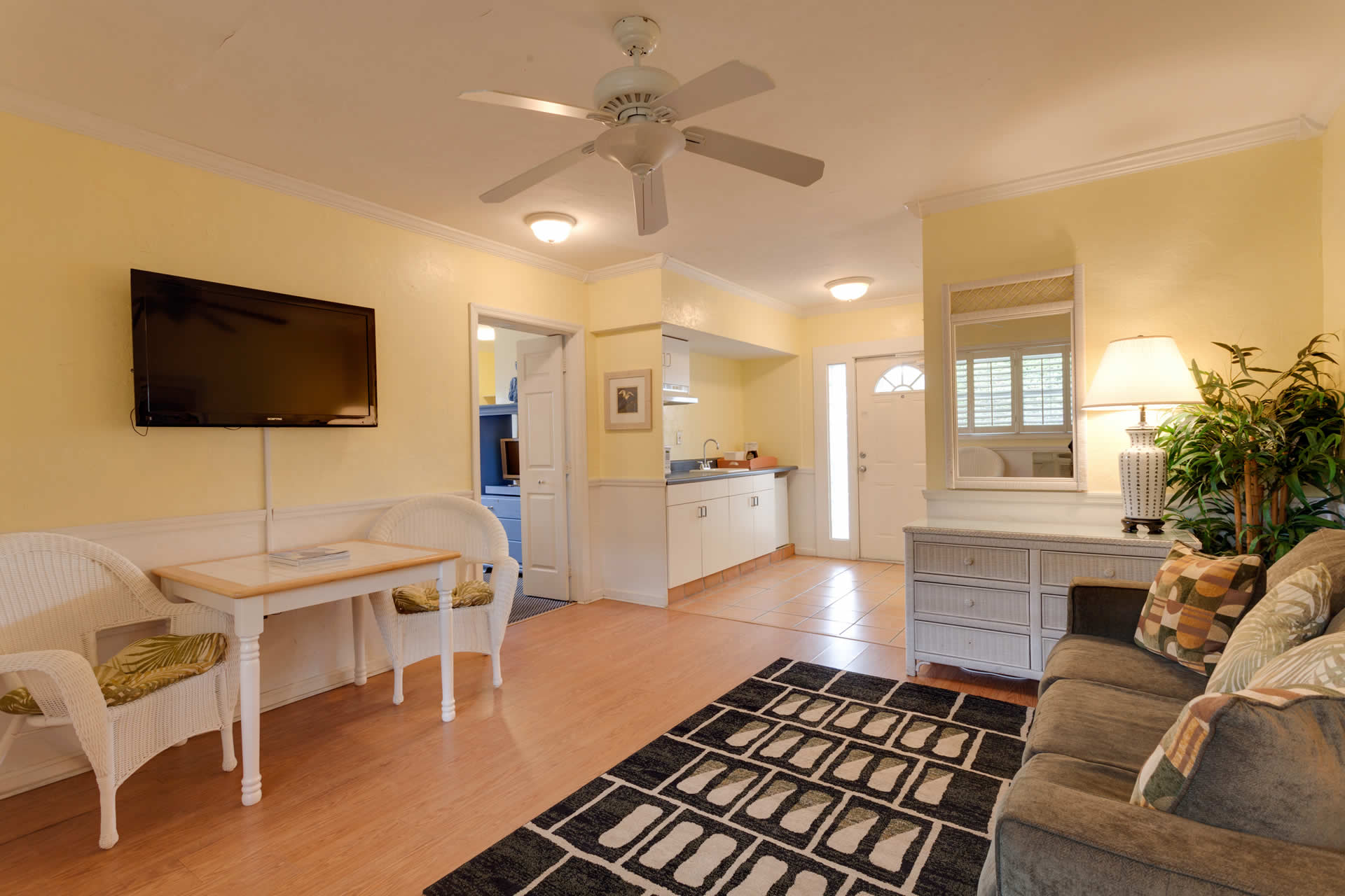 Suite 115-2 at Lemon Tree Inn of Naples, FL